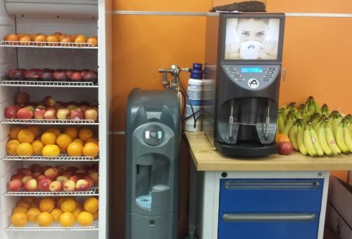Fruit Op Kantoor : De doos van de lunch van fruit op kantoor u stockfoto
